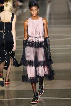Christopher Kane | Ready-to-Wear Spring 2017 | Look 34