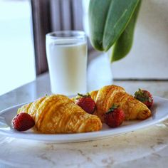 Sweet morning! . #tgif #friday #breakfast #healthy #fresh #goodbreakfast #goodlife #instafood #instatravel #instadaily #goodfriday #restaurant #hotel #balitraveler #grandliviohotel