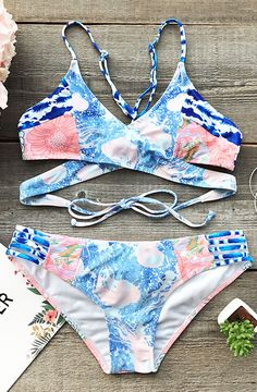 New arrival! Cupshe Aegean Sea Cross Bikini Set helps you feel the comfy sea wind blowing to you. Cool blue color, tie and cross design, floral printing and strappy detailling. Only $23.8. Check it now.