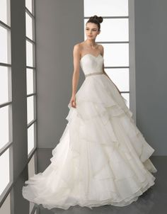 Elegant sweetheart princess organza wedding dress