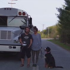 Couple Turns Old School Bus Into Home On Wheels To Travel Across North America | Bored Panda
