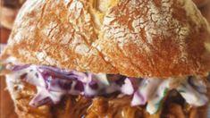 Pulled pork ή αλλιώς burger με χοιρινό και σαλάτα coleslaw Kai, Bread, Food, Brot, Essen, Baking, Meals, Breads, Buns