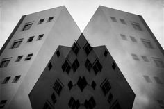 https://flic.kr/p/DD6WqY | Gray and gray | Meeting of buildings