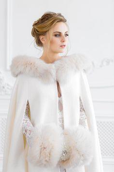 Winter Wedding Cape, Wedding Coat, Wedding Jacket, Winter Bride, Look Retro, Bridal Cape, Wedding Dress Accessories, Beautiful Bride, Bridal Dresses