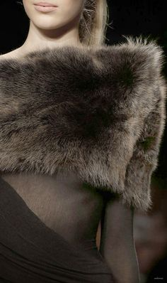 Donna Karan fall 2013 black and fur Fur Fashion, Fashion Details, Winter Fashion, Fashion 2015, Fashion Art, High Fashion, Mode Style, Style Me, Dona Karan