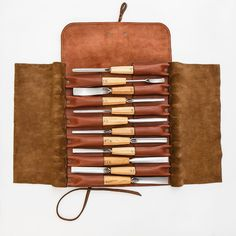 Wood Carving Chisels, Wood Carving Tools, Wood Tools, Woodworking Chisels, Woodworking Supplies, Woodworking Crafts, Woodworking Essentials, Leather Roll, Leather Pouch