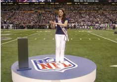 The Super Bowl was officially the most watched TV program in US history, and Miss Deaf America Rachel Mazique had the honor to interpret for her fellow deaf individuals. Deaf People, Disabled People, Blake Shelton And Miranda, I Live Alone, Lucas Oil Stadium, Sign Language Interpreter, Deaf Culture, American Sign Language, University Of Texas