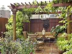 Picturesque Secret Paradise Private Garden Design in Chelsea: Romantic Ambience At Rooftop Garden With Traditional Sofa Outdoor On Wooden Pergola With Wood Fence At Garden Paradise ~ CATALYZE Exterior Design Inspiration Garden Oasis, Terrace Garden, Rooftop Terrace, Seating Area In Garden, Pagoda Garden, Garden Sofa, Garden Planters, Outdoor Rooms, Outdoor Gardens