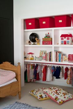 a baby's closet (via design mom: Meta Coleman) - my ideal home...