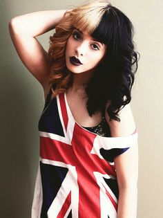 Image shared by Find images and videos about melanie martinez, cry baby and crybaby on We Heart It - the app to get lost in what you love. Adele, Fashion Mode, Cry Baby, Dyed Hair, Hair Inspiration, Divas, Love Her, Cool Hairstyles, Ariana Grande