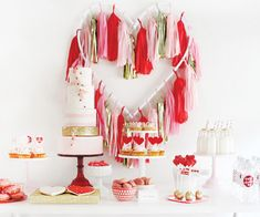 Pink,+Red,+&+Gold+Valentine's+Day+Dessert+Table
