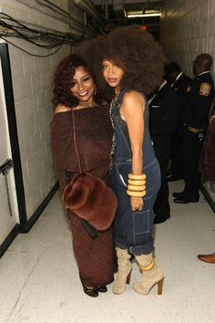 Chaka Khan Erykah Badu Photos - Chaka Khan and Erykah Badu attend BET Honors Backstage at Warner Theatre on January 2013 in Washington, DC. J Dilla, Neo Soul, Black Girls Rock, Black Girl Magic, Beautiful Black Women, Beautiful People, Chaka Khan, Vintage Black Glamour, Hip Hop