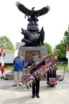 """It is a tremendous honour to receive the Eagle Staff. This sacred symbol is a treasured tradition that I promise to uphold and carry with great humility and respect. Canadian People, Canadian Army, Forces Armées, Armed Forces, All About Canada, War Memorials, Lieutenant General, Aboriginal People, Sacred Symbols"