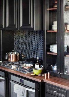 μαυρα ντουλαπια κουζινας