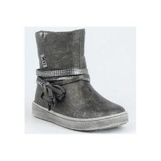 Botín niña metalizado en gris , fabuloso modelo chic de la marca xti kids 53910 , con cierre de cremallera para un mejor calce