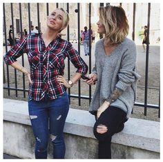 Jean troué, pull branché... - Instagram : Caroline Receveur lookée, Leila et Aymeric de Secret Story 8 in love - Télé Loisirs