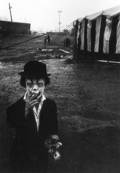 """I have a postcard of this image that reads: """"Jimmy Armstrong The Clown, Clyde Beatty Circus, This photograph is by Bruce Davidson. However, on the Metropolitan Museum of Art website Davidson's photograph is labeled, """"Clown and Circus Tent. Gruseliger Clown, Circus Clown, Creepy Clown, Creepy Circus, Circus City, Clown Photos, Vintage Bizarre, Creepy Vintage, Cirque Vintage"""