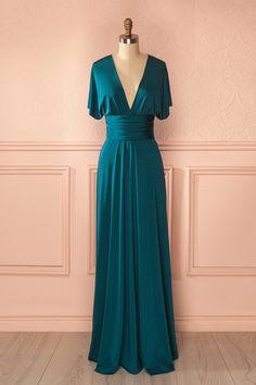 Créativité, fantaisie et magie sont tissées dans cette robe aux propriétés étonnantes ! Creativity, fantasy and magic are woven in this surprising dress! Green polymorphous dress https://1861.ca/products/nela-vert