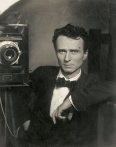 Edward Steichen, self portrait with a studio camera, Selfies since 1917 Louis Daguerre, Edward Steichen, Alfred Stieglitz, Robert Mapplethorpe, Richard Avedon, Vintage Photographs, Vintage Photos, Famous Photographers, Connecticut