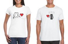 Moda para novios: las playeras de pareja, Construye, pinta, crea e inventa, hazle saber a tu gran amor tus sentimientos y materialízalo con hermosas playeras de pareja. Cute Couple Shirts, Color Celeste, Cute Couples, V Neck, Mens Tops, T Shirt, Memes, Fashion, Funny Tee Shirts