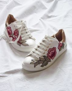 22 Shoe Refashions to DIY in 2017. Makeover your sneakers with this Gucci Inspired DIY.