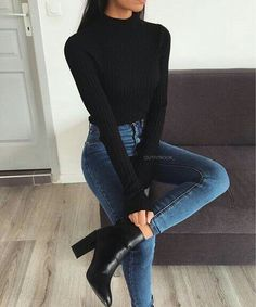 Fall Outfits You Need To Know. Women's Fashion. Chic And Minimal.Simple Fall Outfits You Need To Know. Women's Fashion. Chic And Minimal. Pull côtelé noir à col montant Simple Winter Outfits, Winter Fashion Outfits, Look Fashion, Trendy Fashion, Office Fashion, Fashion Fall, Womens Fashion, Fashion Heels, Fashion Rings