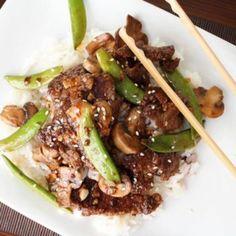 Aziatische biefstukreepjes met peultjes en een saus op basis van soja.