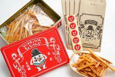 【大阪駅】大阪駅周辺で買える♪もらって嬉しいかわいい「大阪みやげ」5選 | ことりっぷ Cupcake Container, Co Trip, Japanese Packaging, Cake Packaging, Food Humor, Packaging Design Inspiration, Food Gifts, Retro Design, Macarons