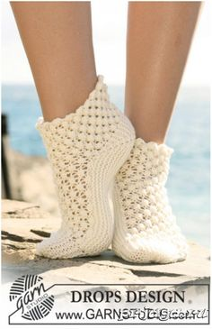 Socks & Slippers - Free knitting patterns and crochet patterns by DROPS Design Crochet Socks Pattern, Crochet Shoes, Crochet Clothes, Crochet Patterns, Scarf Patterns, Knitting Designs, Knitting Patterns Free, Knitting Projects, Free Pattern