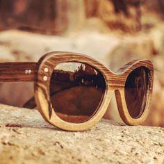 Sigue nublado en Buenos Aires, pero no hace falta que haya sol para lucir los anteojos artesanales de madera de la tienda @nomadeanteojos. ¡Encontrá el modelo Barcelona y muchos otros en su Tienda Nube!  #sunglasses #wood #handcrafted #MiTiendaNube