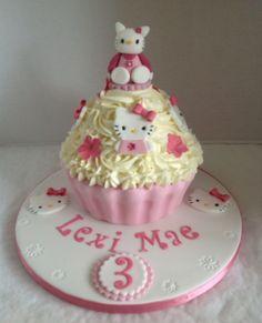 https://flic.kr/p/f8uYMi | Hello Kitty Giant Cupcake