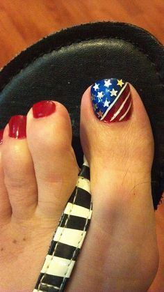 Fourth of July Toe Nail Designs for Summer Toe nails design toe nail designs july - Nail Desing Toe Designs, Pedicure Designs, Diy Nail Designs, Pedicure Ideas, Nails Opi, Pedicure Nails, Mani Pedi, Salon Nails, Bling Nails