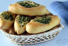 Bułeczki z masłem czosnkowo-pietruszkowym – Smaki na talerzu Spanakopita, Bagel, Bread, Chicken, Baking, Ethnic Recipes, Food, Brot, Bakken