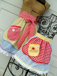 Mothers Day Matching Apron Set Mother Daughter How adorable!