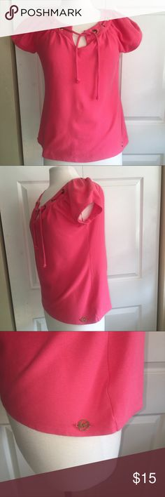 Michael Kors S coral top shirt Michael Kors size small salmon peach pink colored top shirt - short sleeved - ties in the front  Has an MK metal ring on the bottom My daughter wore it a few times and then gained weight.  Smoke free home and in very good used condition!  No marks or rips This closet does not trade MICHAEL Michael Kors Tops