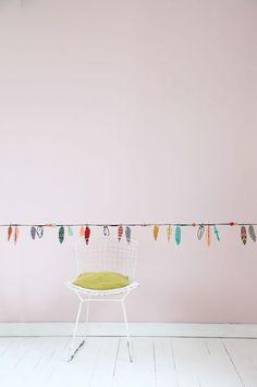 #muursticker #pluimen #mimilou #indewolken  Kinderspeciaalzaak 'In de wolken' - Mortsel