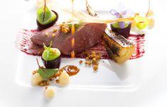 Exquisite Gourmet-Menüs sind als bunte Kunstwerke am Teller nicht nur ein außergewöhnlicher Gaumenschmaus, sondern auch eine wahre Augenweide. Diesem Genuss frönen und beeindruckende Kochkunst auf höchstem Niveau erleben kann man beim Gourmet- und Weinfestival im Hotel Larimar. Hier versammeln sich von 27. bis 29. Mai 2018 mit Jürgen Vigné (2 Hauben, 1 Stern), Didi Dorner (3 Hauben), Philipp Kroboth (1 Haube) und dem Grüne-Haube gekrönten Larimar-Küchenteam wieder 7 Hauben und 1 Stern. Teller, Mai, Beef, Food, Gourmet, Kitchens, Colorful Artwork, Culinary Arts, Hoods