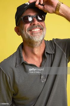 Jeffrey Dean Morgan from AMC Networks 'The Walking Dead' poses for a portrait at the Getty Images Portrait Studio powered by Pizza Hut at San Diego 2018 Comic Con at Andaz San Diego on July 2018 in San Diego, California. Jeffrey Dean Morgan, Celebridades Fashion, Kenneth Branagh, John Winchester, Kevin Costner, Mtv Movie Awards, Dark Photography, Daryl Dixon, Dream Guy
