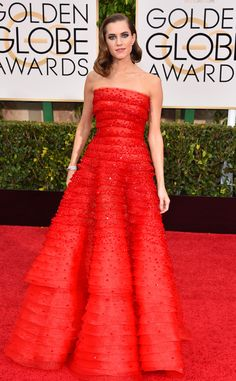 Allison Williams looks like a princess at the Golden Globes in this gorgeous Armani Prive dress!