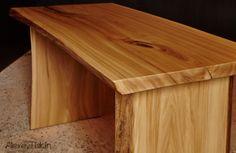 Обеденный стол. Цельный массив вяза. Размер 130х90см