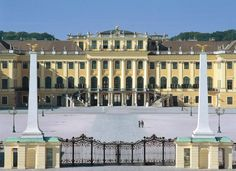 Palacio de Schönbrunn de Viena Innsbruck, Danube River, Austria Travel, Adventure Travel, Places Ive Been, The Good Place, Places To Visit, Around The Worlds, Mansions
