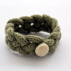 French knitted wool bracelet (light green)