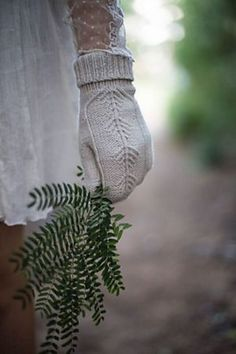 Ravelry: Treehouse Mitts pattern by mandarine's