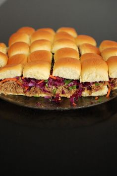 DIY: Pulled Pork Sliders with Red Cabbage Slaw (Crockpot Hawaiian Pulled Pork recipe + Red Cabbage Slaw recipe) Crockpot Cabbage Recipes, Pork Recipes, Slow Cooker Recipes, Crockpot Meals, Cabbage Slaw, Red Cabbage, Entree Recipes, Mexican Food Recipes, Pulled Pork Seasoning