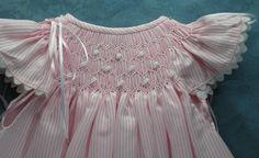 Faldón-vestido de rayas, bordado punto smock (rosa) Ref.9003 | Tienda ropa y complementos confeccionados de forma tradicional y artesana para bebes y niños. Bordados personalizados y puericultura. Especialistas en ceremonia