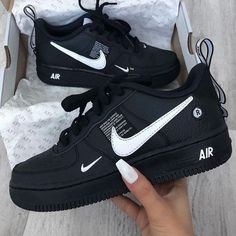 Moda Sneakers, Sneakers Nike, Black Shoes Sneakers, Kicks Shoes, Nike Trainers, Casual Shoes, Girls Sneakers, Nike Shoes For Girls, All Black Nike Shoes