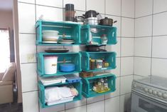 Easy And Creative Kitchen Organized With Rack 11 Modern Kitchen Cabinets, Kitchen Cabinet Colors, Kitchen Colors, Kitchen Decor, Kitchen Design, Diy Cozinha, Kitchen Drawer Organization, Organization Ideas, Storage Ideas