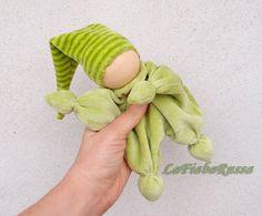 muñeca Waldorf para elfo bebé verde rayas hat por LaFiabaRussa