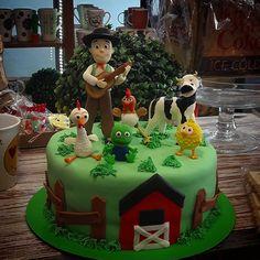 La granja de Zenon...#milagrosresoagli #tortaspersonalizadas Farm Animal Birthday, Farm Birthday, 1st Birthday Parties, Cake And Cupcake Stand, Ideas Para Fiestas, Holidays And Events, First Birthdays, Fondant, Party Themes