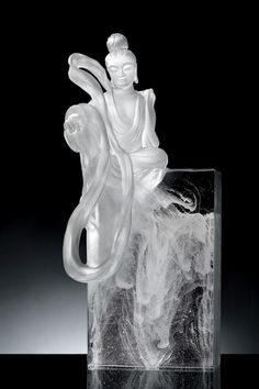 LiuLiGongFang's latest collection of crystal-glass art sculptures, Metta Love and Compassion, draws from ancient Buddhist concepts and classical Chinese culture.